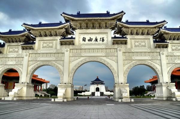 ve  may bay đi taipei _ Memorial Hall Square