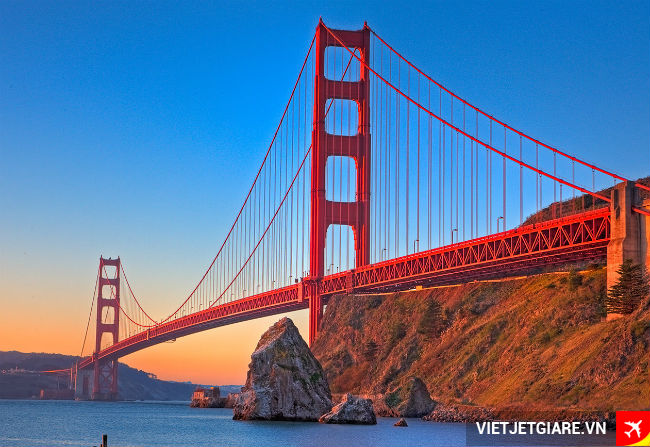 ve may bay di san francisco cau cong vang